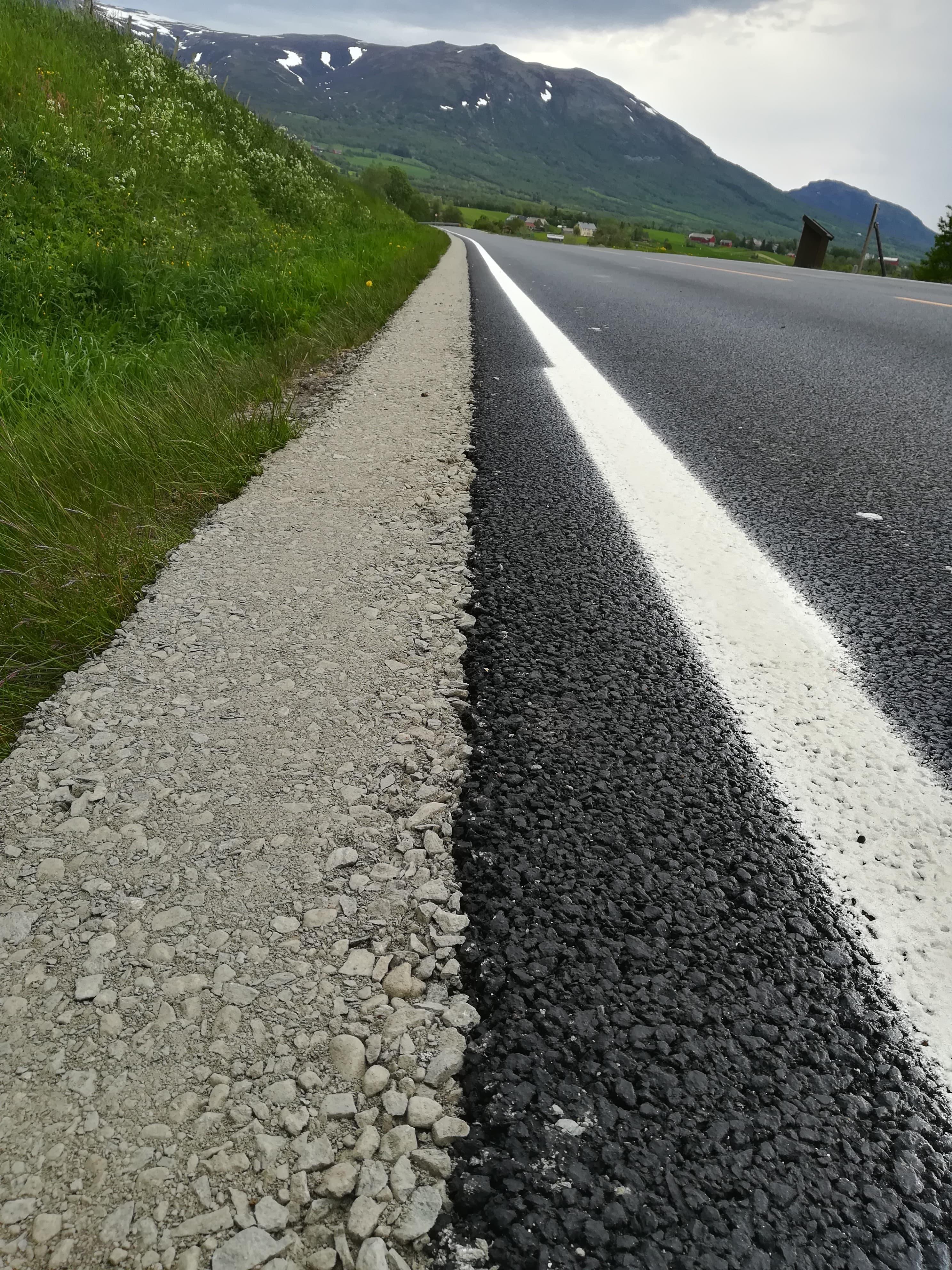 Kantfylling/kantlegging etter asfaltering.